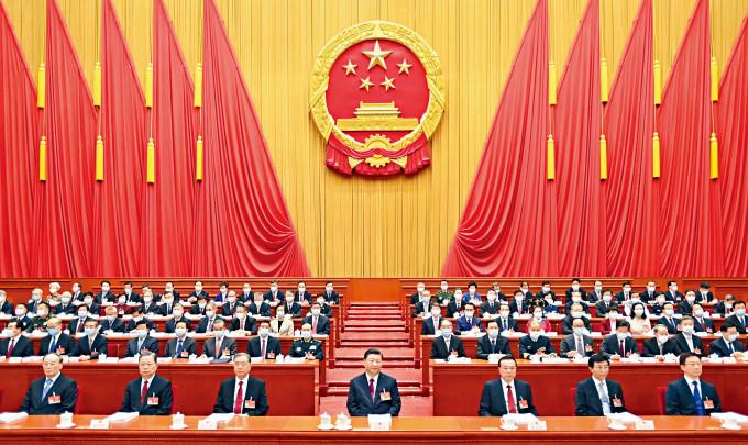 今年全國人大昨在北京人民大會堂舉行,國家主席習近平等領導人及二千九百多名人大代表出席。