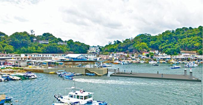 三門仔村碼頭將會加建一個連接至海面的浮動平台。