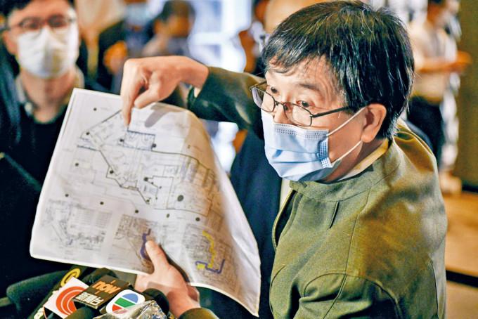 政府專家顧問袁國勇到K11 MUSEA視察,指商場基本上安全。
