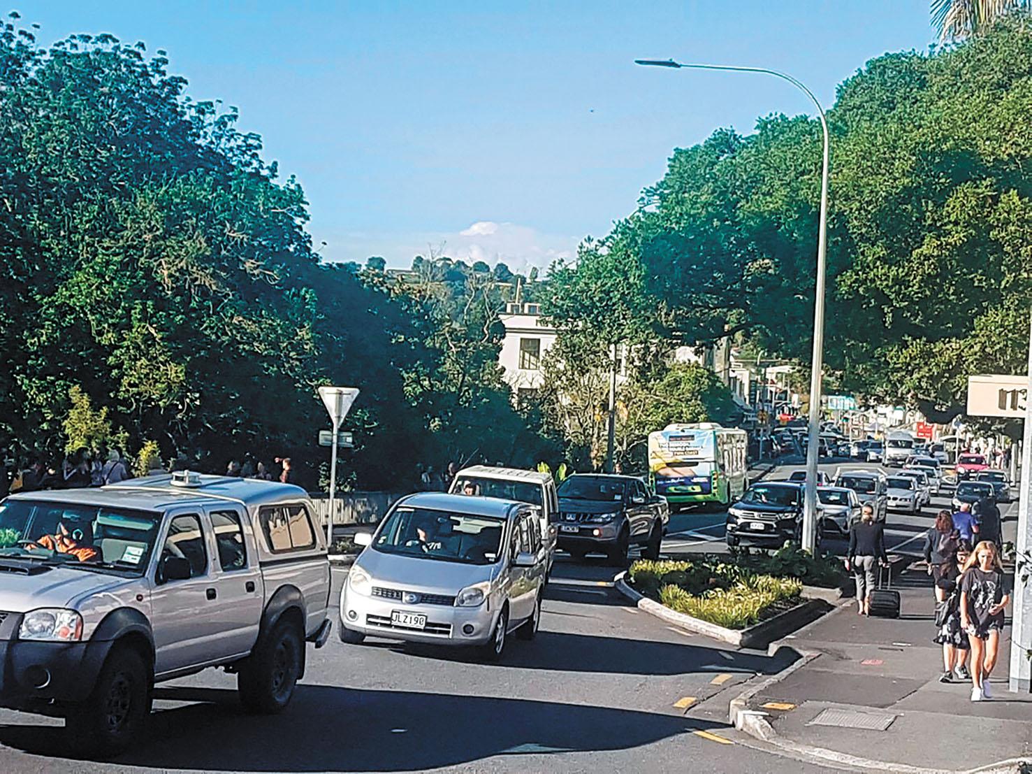 新西蘭地震發海嘯警告民眾撤往往高地暫避。美聯社
