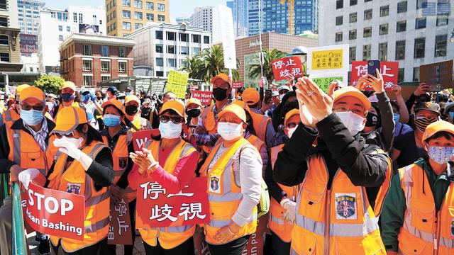 負責維持秩序的50多位屋崙華埠的社安隊員參加聯合廣場上的集會。記者黃偉江攝