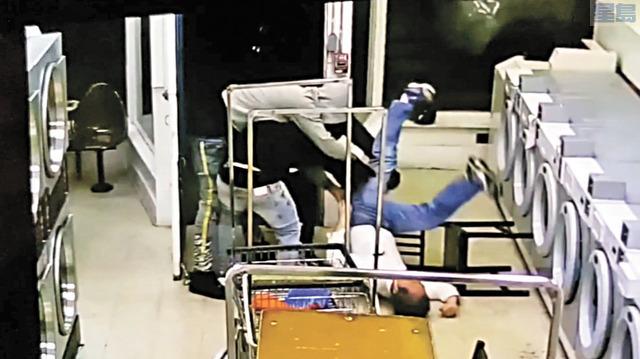 亞裔長者在洗衣店被毆劫。ABC7電視畫面