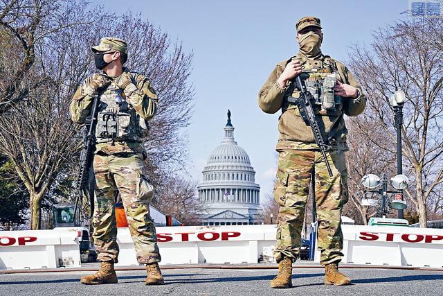 當局繼續調查恐嚇襲擊國會的情報,國會山警察已經要求國民衛隊再留守華盛頓兩個月。    美聯社