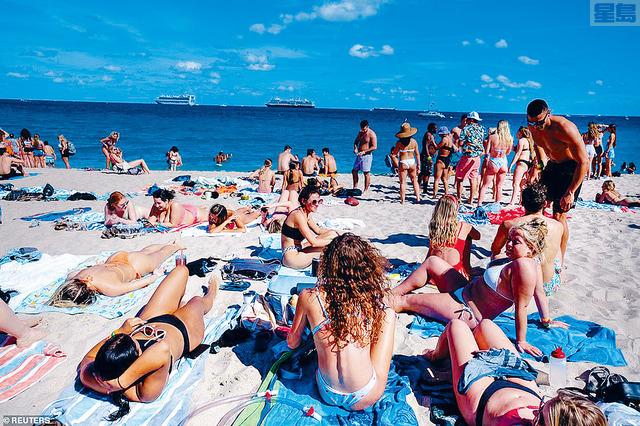 ■大批學生慶祝春假湧到佛州渡假,並在沙灘上享受日光浴。路透社
