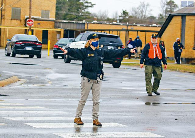 ■阿肯色州當局說,在沃森教堂初中學校,一名15歲的男孩被另一名15歲的男孩開槍打傷。嫌疑槍手已經被捕。美聯社