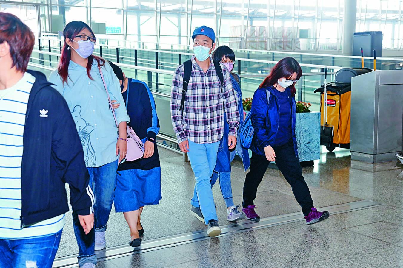 ■粉絲一早在機場等候,為偶像送行。