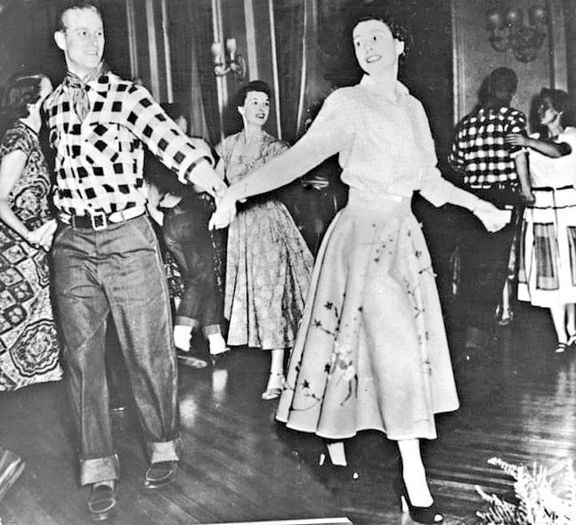 1951年菲臘與伊利沙伯在加拿大渥太華的舞會上共舞。網上圖片