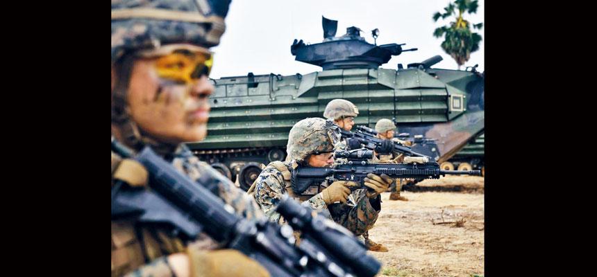 總統拜登提出上任後首份財政預算,當中國防開支微增1.7%。圖為海軍陸戰隊去年在泰國進行演習,以應付南海局勢。資料圖片
