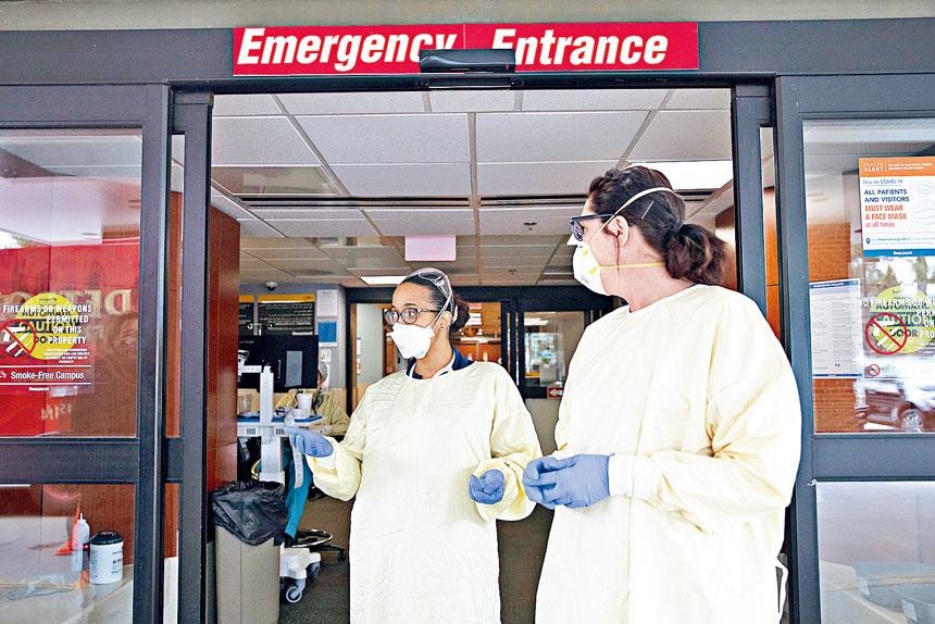 密歇根州感染病例激增使醫院和工作人員不堪重負。國家過敏及傳染病研究所所長福西建議,密州目前最有效的抗疫方法是封城。    路透社