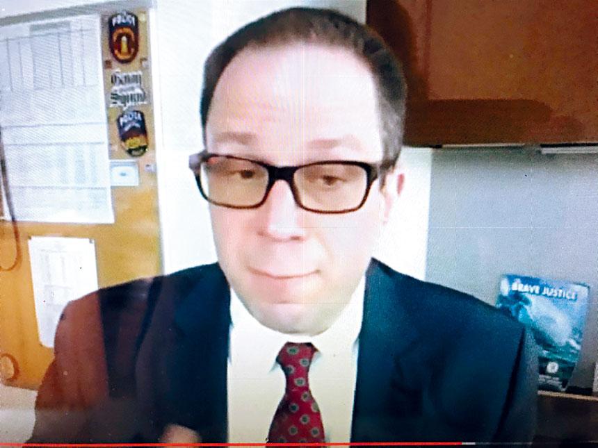 皇后區檢察官辦公室仇恨犯案組主管律師Michael Brovner把犯罪事件及仇恨犯罪作法律上的闡釋。