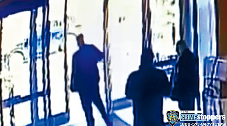 圖為事發時的監控畫面。NYPD