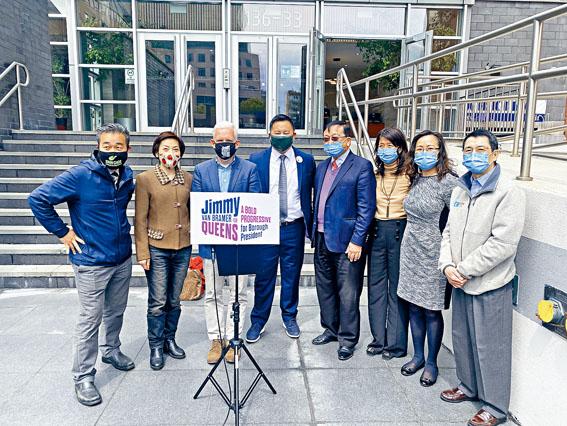 邦馬、金兌錫和亞美醫師協會的代表等人呼籲政府增設多語言的疫苗服務。