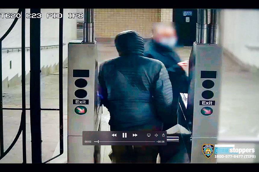 老翁卡爾於今年1月被人尾隨進入地鐵站襲擊。紐約市警務處圖片