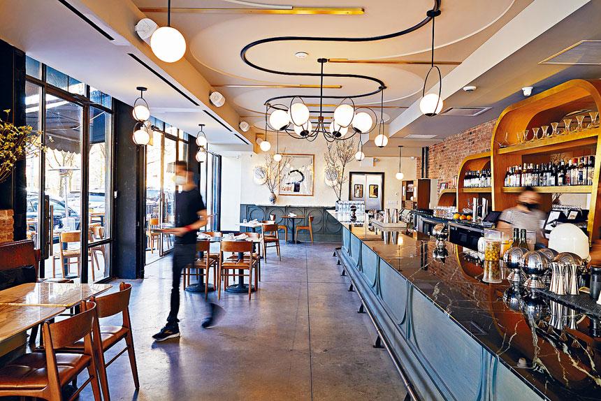 紐約的餐廳及酒吧從下周開始,可營業至深夜12時。Colin Clark/紐約時報