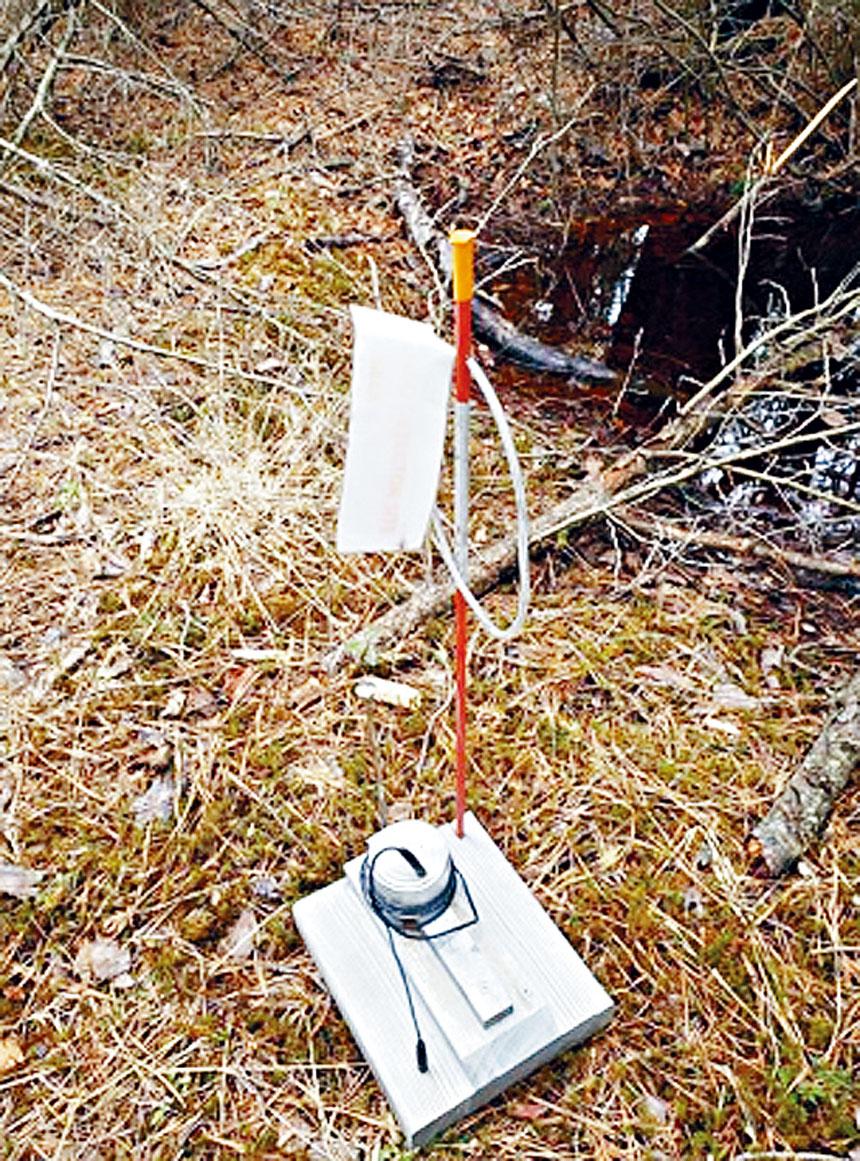 警方證實所謂的「UFO殘骸」只是罐頭和木塊。新州州警圖片