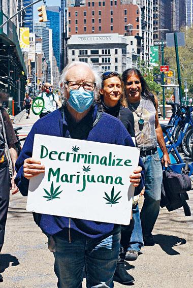 比爾一直是紐約大麻合法化的支持者。臉書圖片