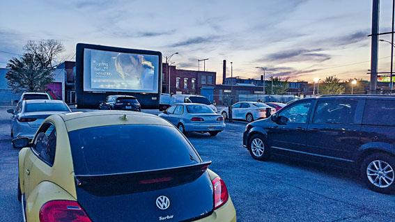 芝加哥亞洲躍動電影展露天電影院上映台灣電影「消失的情人節」,自行車旅遊宣傳影片搭配放映。 駐芝加哥臺北經文處提供