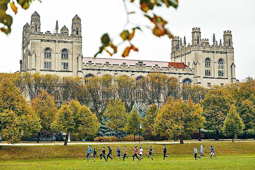 芝加哥大學爆發超過50名學生確診,目前實施留守在家的措施。