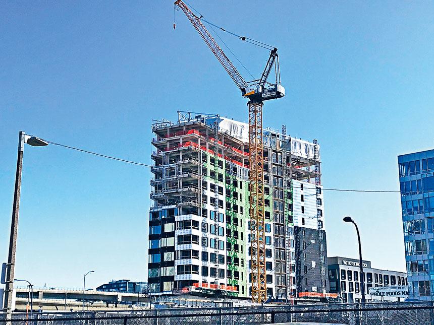 波士頓市中區一在建房屋。溫友平攝