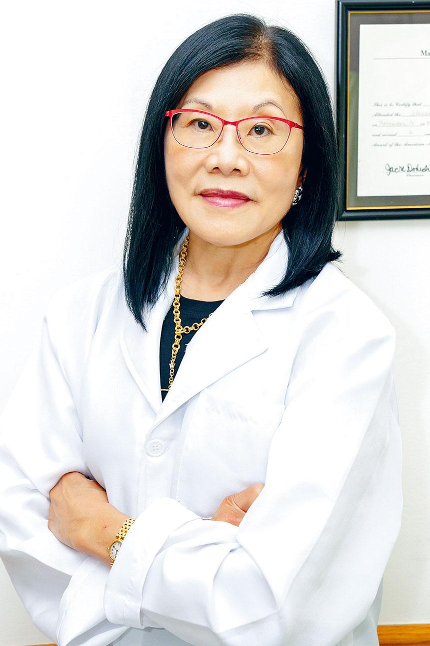 潘德美醫眼科診所採用精密先進的醫療儀器,擅長治療亞裔人的眼疾。最高規格防疫全方位無菌消毒,確保每位病患與醫護人員的安全。
