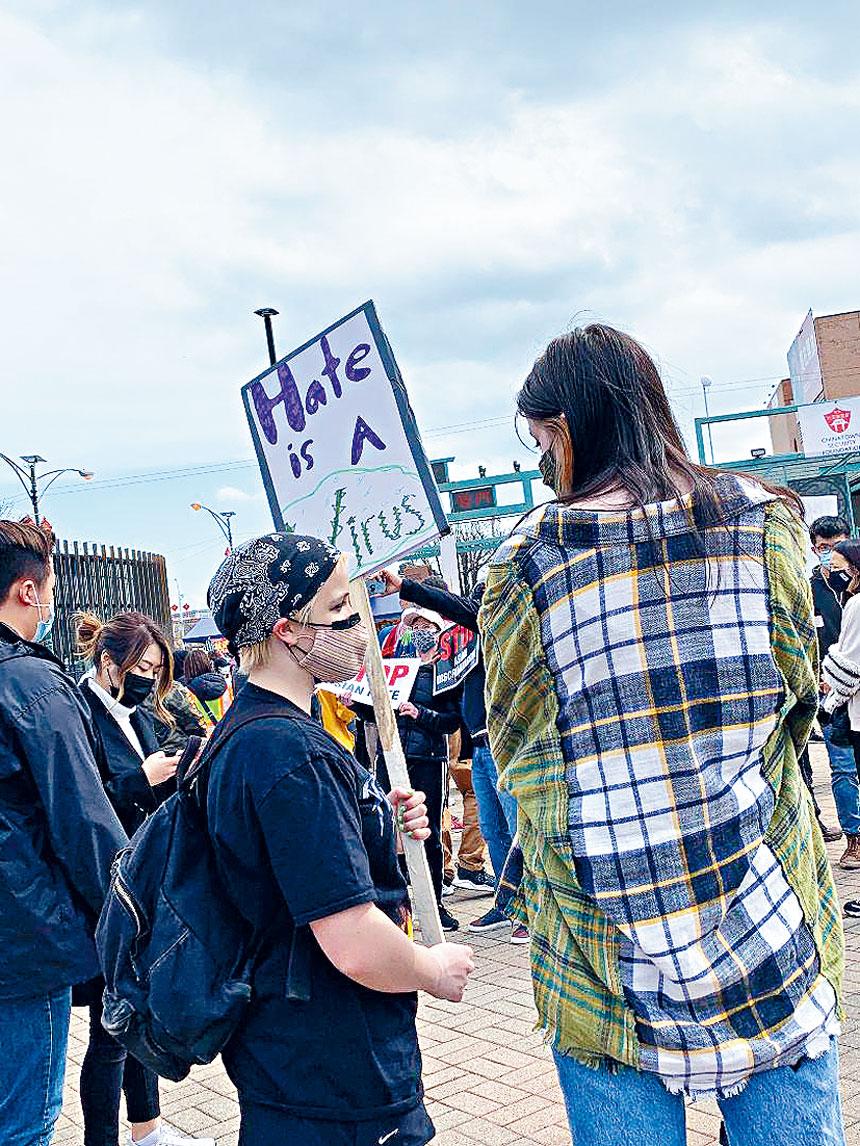 華埠治安基金會、華埠更好團結聯盟偕同社區90多個組織,於3月27日在華埠廣場舉行「華人維權、保社區安全、反暴力、反歧視」大集會,得到各族裔的積極參與與支持。梁敏育攝