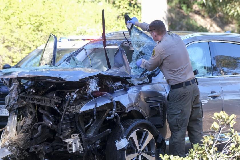 高球名將老虎活士(Tiger Woods)車禍現場發現他的背包內有空藥瓶。洛杉磯時報