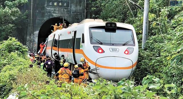 太魯閣列車出軌事故現場。維基百科