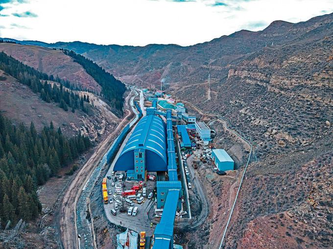 新疆發生煤礦透水事故。