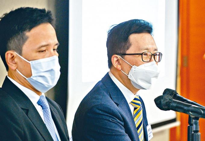 香港醫院藥劑師學會會長崔俊明(右)建議提供更多接種誘因。