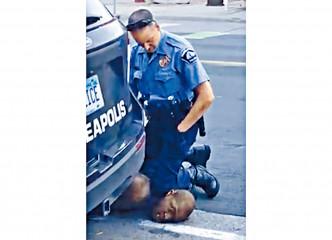 肖萬去年五月跪殺黑人弗洛伊德。