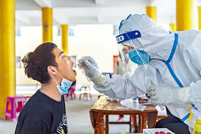 雲南瑞麗疫情未止,當局加強檢測。