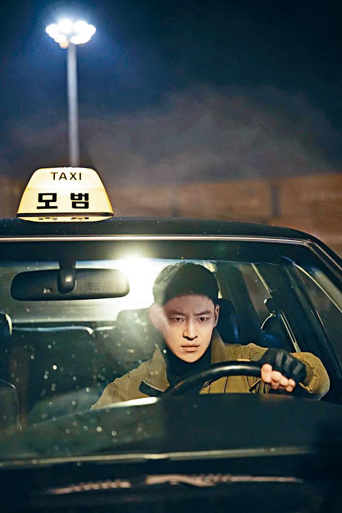 李帝勳主演的《模範計程車》首播,卻因太暴力惹來爭議。