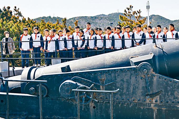 山東威海中學生參觀國家安全培訓基地。