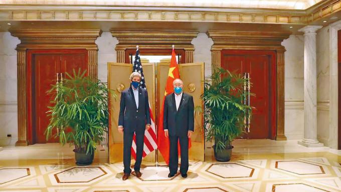 克里與解振華在上海會談,發表中美應對氣候危機聯合聲明。