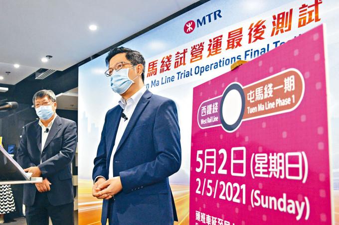 港鐵車務營運總管黃琨暐表示,港鐵當日早上五時十五分開始,提供十條免費接駁巴士,往來受影響車站及接駁到其他路車站。