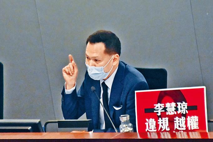 香港警方正就前年立法會內會選主席風波調查郭榮鏗。