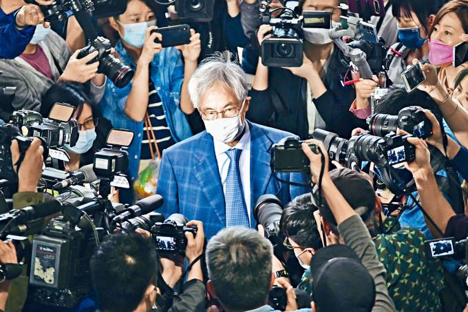 資深大律師李柱銘首次被定罪,被判囚十一個月,緩刑兩年,逃過牢獄之苦。