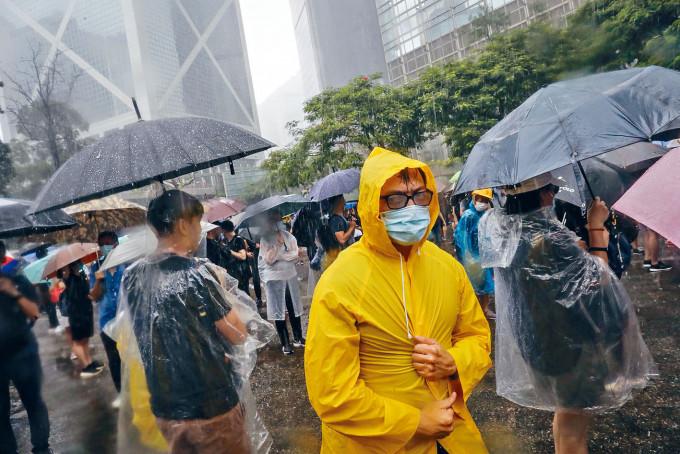 前年8.31遊行在大雨下進行。