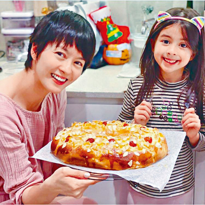 Gigi近年開始修讀糕餅烹飪課程,還經常孖囡囡齊下廚。