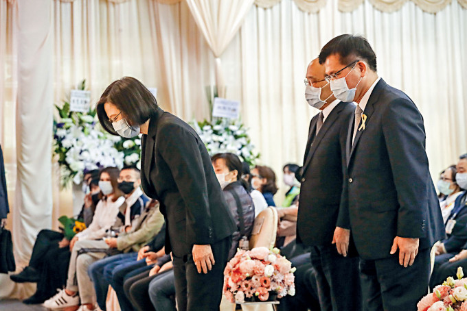 林佳龍(右一)昨日和蔡英文(左一)一起出席公祭。