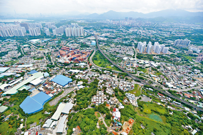 本港土地需求殷切,惟新界有不少祖堂地難以統一業權作大規模發展。