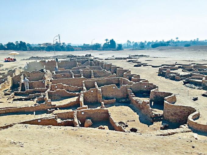 埃及樂蜀發現的古城遺址距今三千多年。