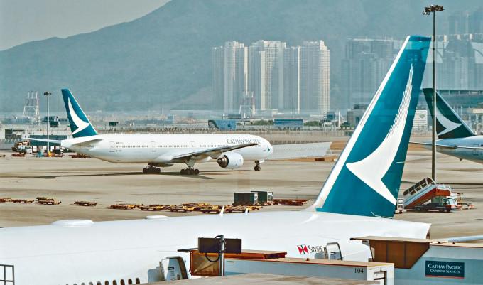 國泰3月客運量持續按年勁跌94%。