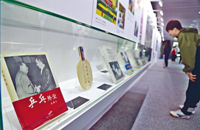 上海昨天舉辦中美乒乓外交五十周年主題展。