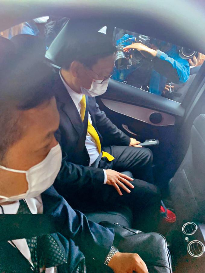 辯方律師陳天立(黃領帶)及大律師羅達雄。