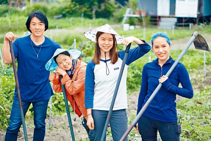 伊健帶領珊珊、西瓜和野人三母女落田,做其一日農夫。