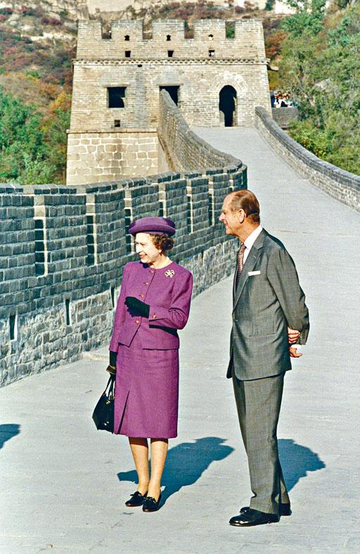 菲臘親王與女皇一九八六年登上長城。