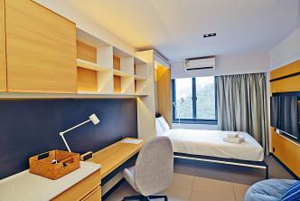 創新斗室面積達二百四十八呎的單人房月租七千元。梁譽東攝