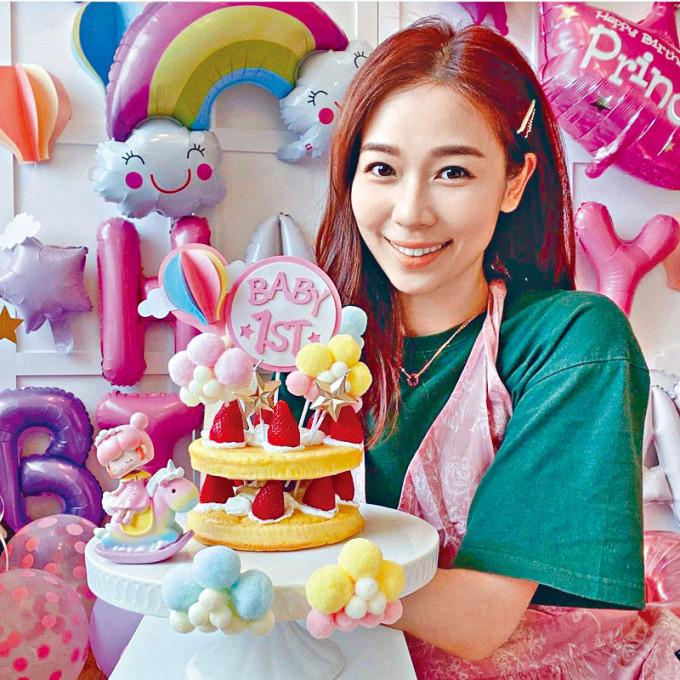 楊秀惠親力親為,為愛女炮製夢幻生日蛋糕。