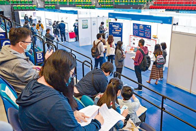 政府一月推出「大灣區青年就業計畫」,鼓勵企業聘用大學生到大灣區內地城市工作。